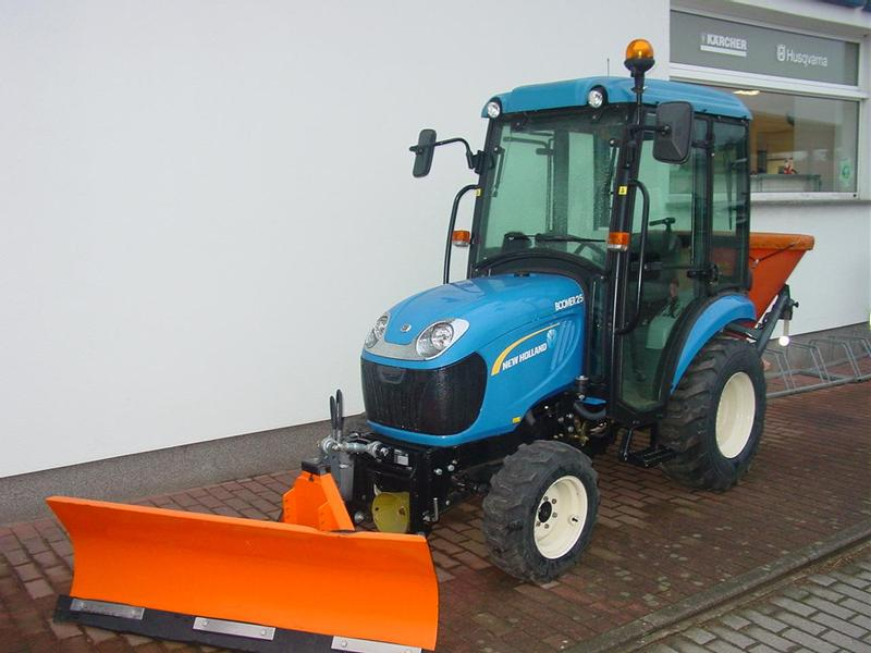 New Holland Boomer 25